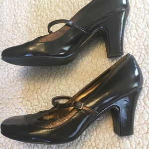 Dark brown Mary Janes with heel